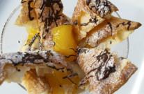 Millefoglie con chantilly ai marron glacés e coulis di cioccolato fondente