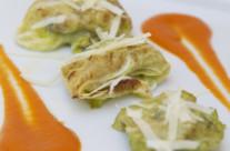 Fagottino di verza con pesce sciabola e olive di Gaeta su vellutata di pomodoro