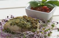 Filetto di merluzzo gratinato con pistacchi verdi di Bronte e salsa di pomodoro grigliato