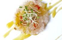 Carpaccio di gamberi bianchi su salsa tropicale all'olio piccante