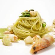 Spaghettini al volo Verrigni con asparagi e mazzancolle del nostro Golfo